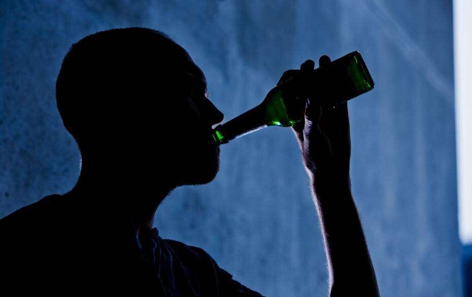 Beber apenas um copo de álcool por dia pode matar, diz estudo