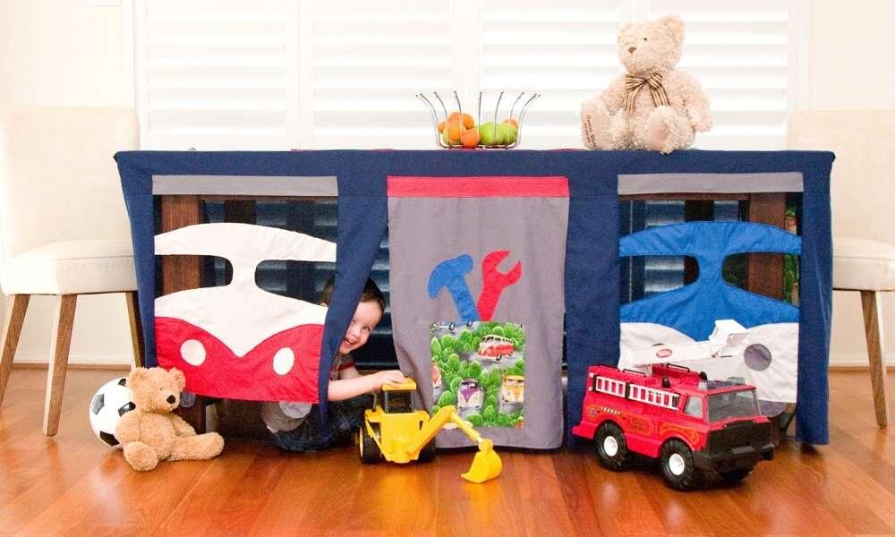 Toalha inovadora transforma mesas em barracas para crianças
