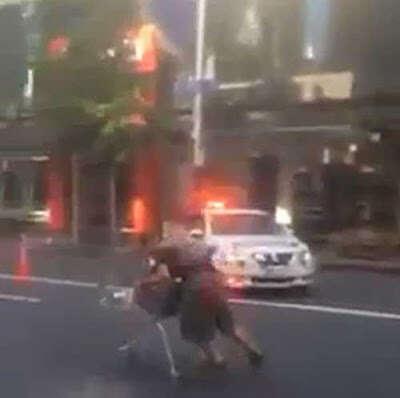 Homem foge da polícia usando carrinho de compras na Nova Zelândia