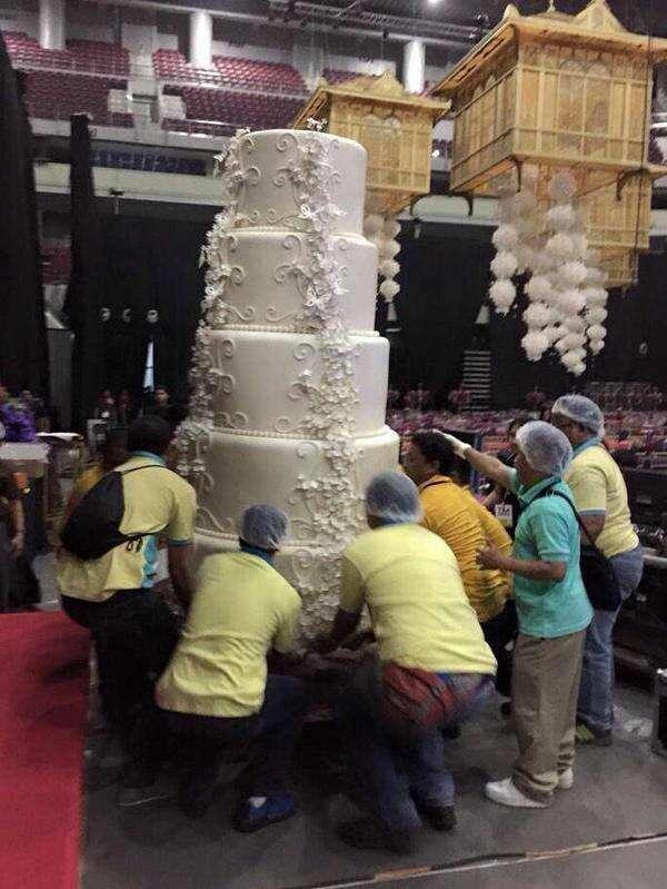 Maior bolo de casamento do mundo faz sucesso na web