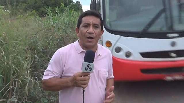 Repórter quase é atingido por ônibus enquanto falava sobre perigos na estrada