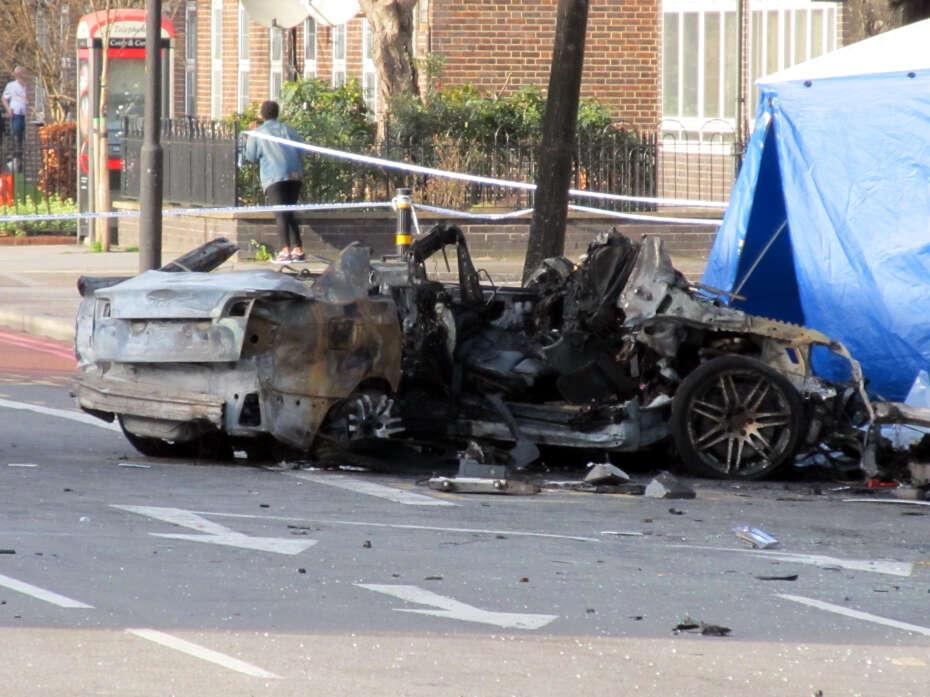 Homem é queimado até a morte após bater carro a 160 km/h