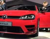 Volkswagen prepara lançamento de novo Golf controlado por toque