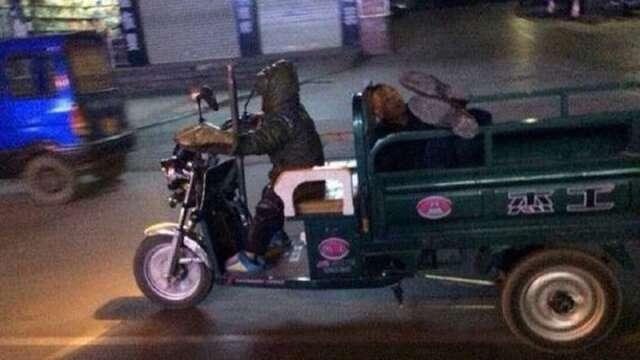 Menino de sete anos é visto guiando veículo motorizado com pai bêbado