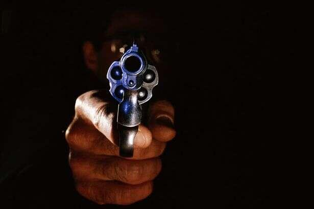 Assassino de aluguel é multado após polícia determinar que ele não matou conforme estipulado no contrato