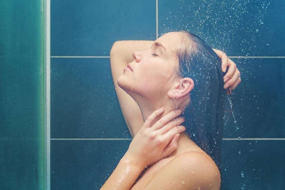 Tomar banho uma vez a cada três dias é o ideal, diz médicos