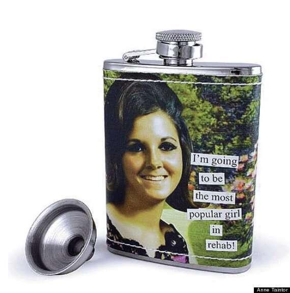Mulher processa fabricante de garrafas de bebida alcoólica por usar sua foto nos produtos