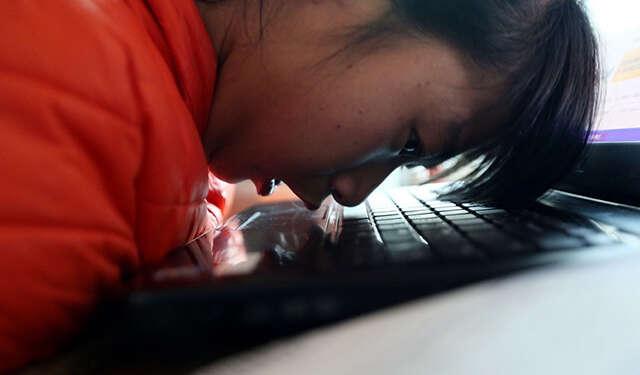 Jovem com paralisia cerebral mostra poder de superação com empreendimento na internet