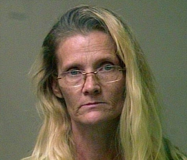 Avó é presa por se vestir de bruxa para abusar da neta de 7 anos de idade
