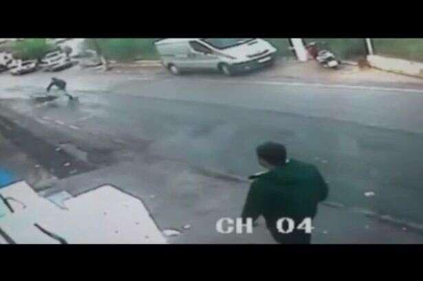Homem é filmado salvando vida de criança em carrinho de bebê