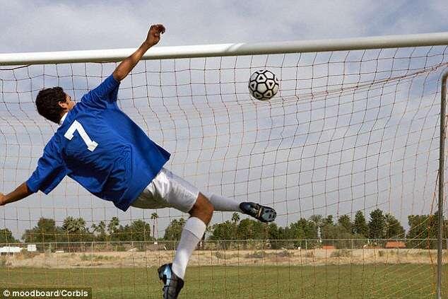 Para melhorar desempenho dos jogadores, bomba Inteligente infla bolas de futebol