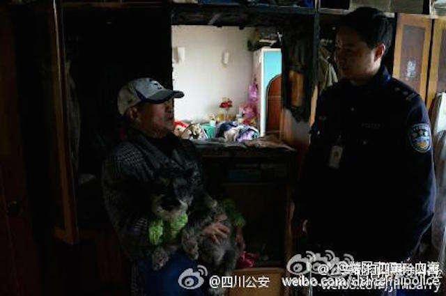 Policial é aclamado herói após salvar casal de idosos e cão de estimação da dupla em incêndio