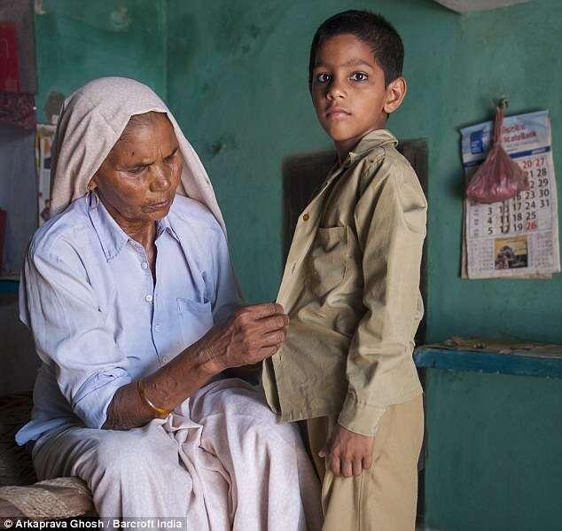Mãe mais velha do mundo, conta das dificuldades de cuidar do filho ao dar à luz com 70 anos de idade