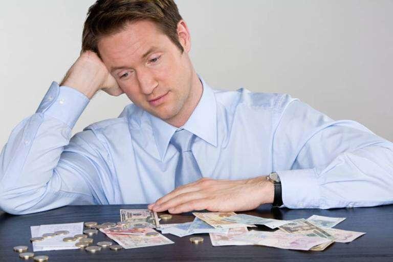 Dinheiro não compra felicidade, diz estudo