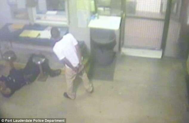 Adolescente preso salva vida de policial que teve ataque cardíaco quando preenchia papelada da prisão