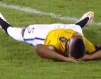 Jogador de seleção brasileira sub-20 simula contusão ao ser expulso de campo para gastar tempo e vídeo repercute pelo mundo