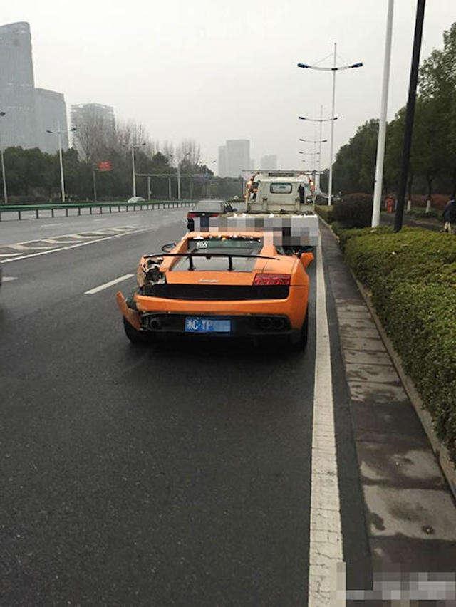 Motorista desaparece depois de bater Lamborghini em estrada na China
