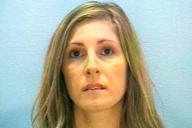 Professora casada é presa após ter relação íntima com aluno de 18 anos