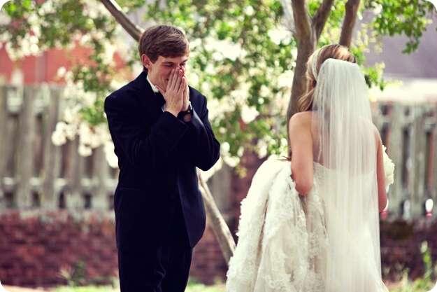 Veja a emoção de homens ao verem suas futuras esposas em vestidos de noiva