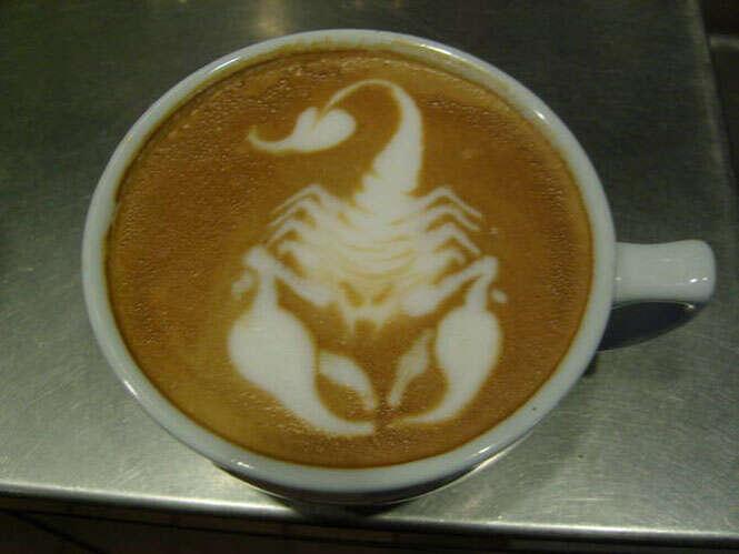 Barista faz sucesso desenhando em espuma de cafés