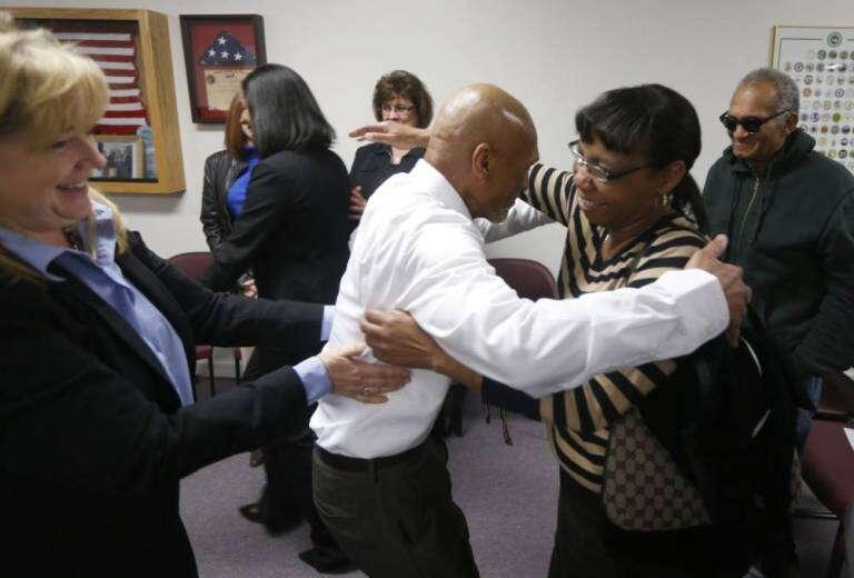 Idoso é libertado após ser preso por 40 anos por crime que não cometeu