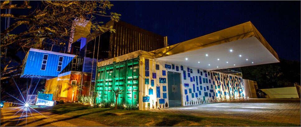 Albergue brasileiro feito com containers chama a atenção de visitantes