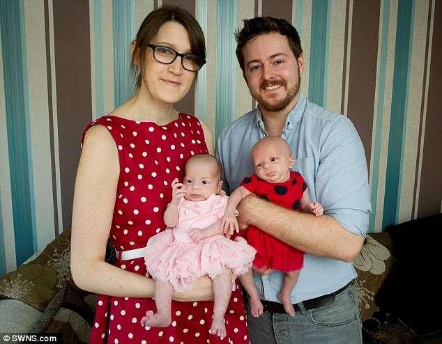 Mulher que nasceu homem dá à luz meninas gêmeas com ajuda de tratamento
