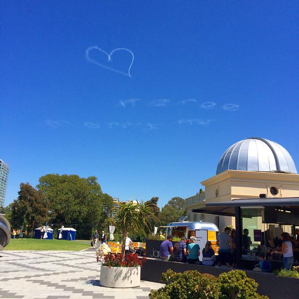 Homem gasta 8,5 mil reais para fazer inscrição no céu com pedido de casamento e acaba recebendo tendo pedido rejeitado