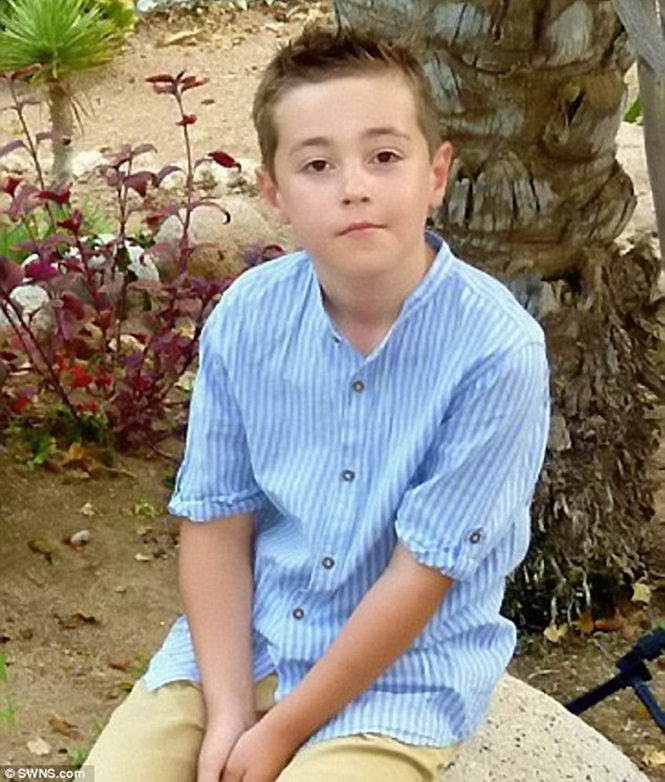 Criança de 7 anos doa 10 reais que tinha no bolso para família vítima de assalto e causa comoção na web