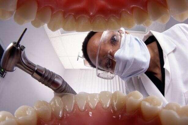 Dentista é proibida de exercer função após aterrorizar e fazer paciente desmaiar