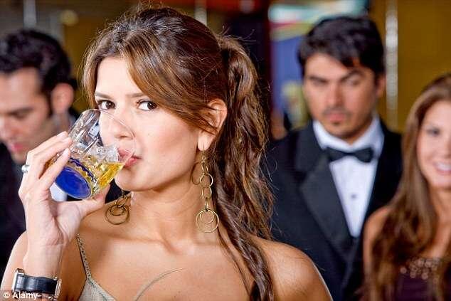 Facebook faz com que usuários queiram beber mais, diz pesquisa