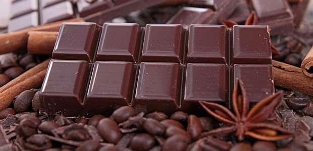 Chocolate que promete deixar pessoas de 50 anos com aparência de 30 irá chegar no mercado no próximo mês