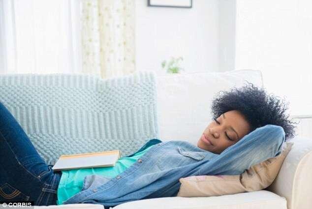 Cochilos durante o dia reduzem efeitos de noites mal dormidas, diz pesquisa