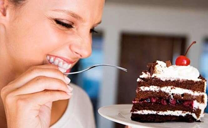 Exposição afirma que compulsão por doce é culpa de nossas mães