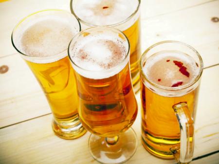 Um copo de cerveja é o suficiente para estragar qualquer dieta, comprova estudo