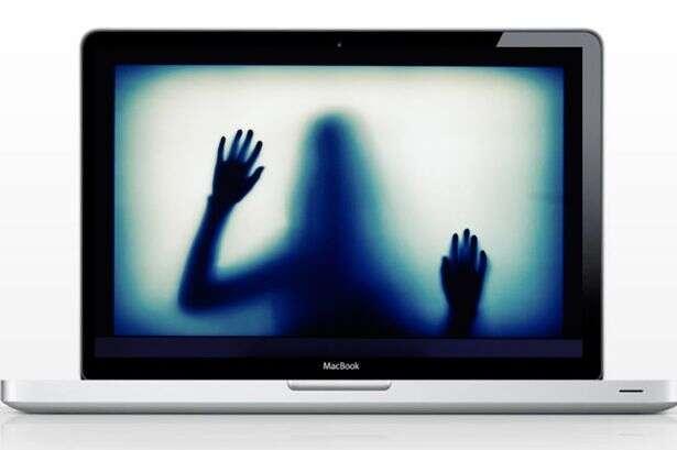 Proprietário coloca notebook mal-assombrado à venda na web