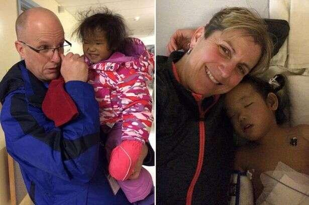 Pai enfrenta difícil decisão de escolher para qual das filha gêmeas doar fígado