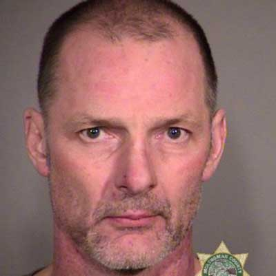 Homem que recebeu medalha por impedir assalta a banco é preso ao cometer mesmo crime