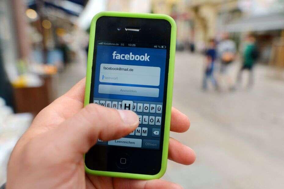 De acordo com estudo, pessoas que passam o dia no Facebook são mais infelizes
