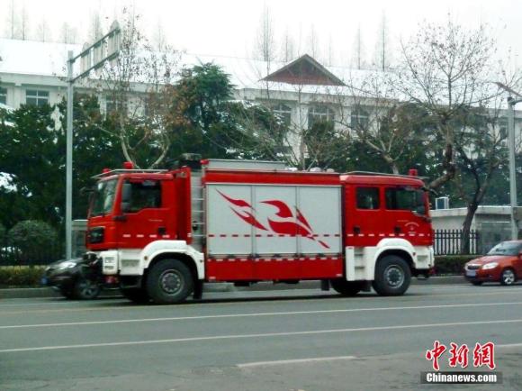 Caminhão com duas partes frontais chama atenção nas ruas da China