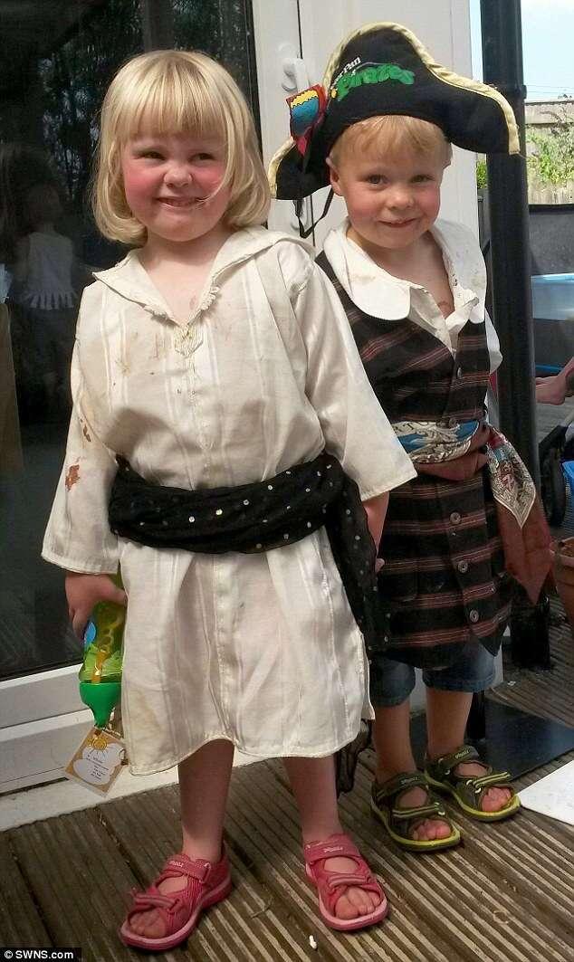 Menina é diagnosticada com tumor no cérebro enquanto visitava o irmão leucemia em hospital