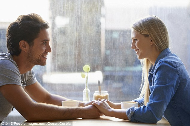 mulheres se recusam a ajudar a pagar a conta no primeiro encontro, diz pesquisa