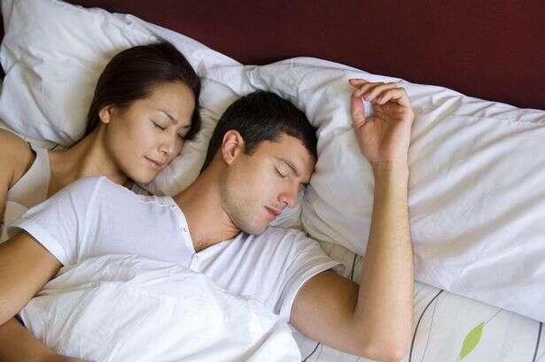 Dormir por mais de oito horas pode causar AVC, diz estudo