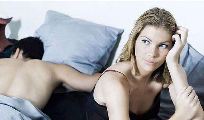 Mulher pede divórcio por marido não querer ter três relações íntimas diárias