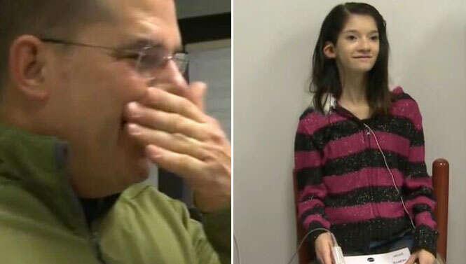 Veja o momento em que adolescente surda escuta a voz do pai pela primeira vez