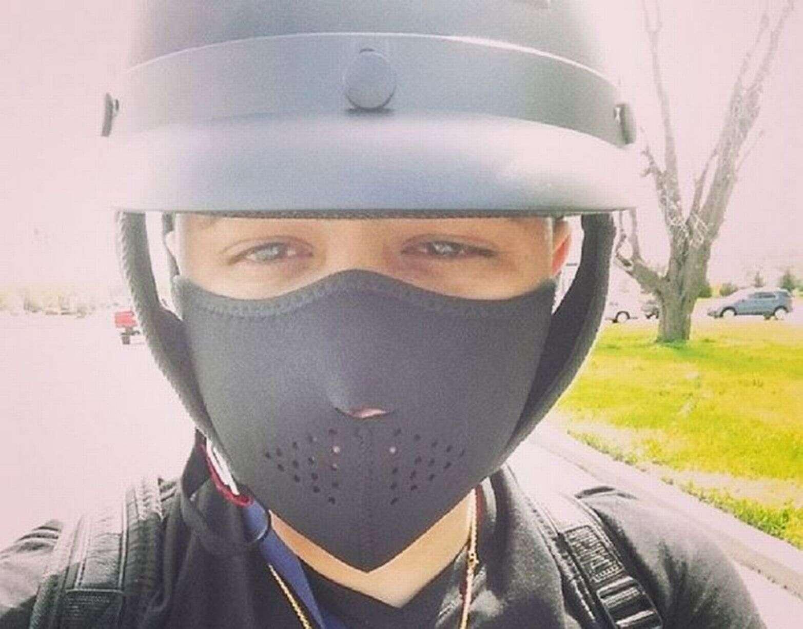 Colisão Bike: Rapper Jadiel vestido e pronto para andar de bicicleta
