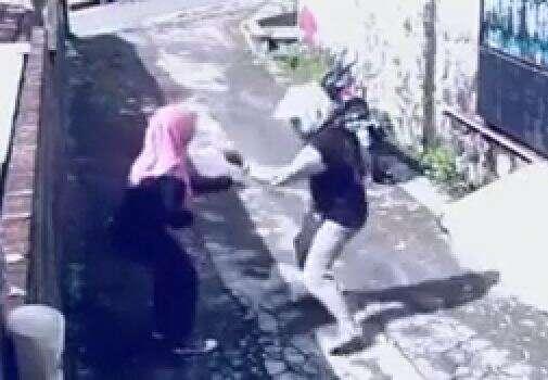 Assaltante perde sua moto para mulher ao tentar assaltá-la
