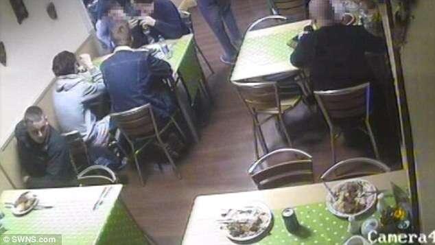 Homem é preso após soltar rato de estimação dentro de restaurante para não ter que pagar a conta
