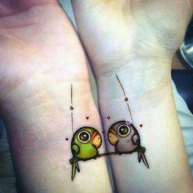 Casais fazem tatuagens que se completam quando estão juntos