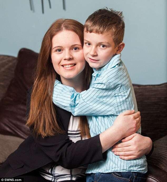 Adolescente que sofria de amnésia recupera a memória depois de abraçar irmão